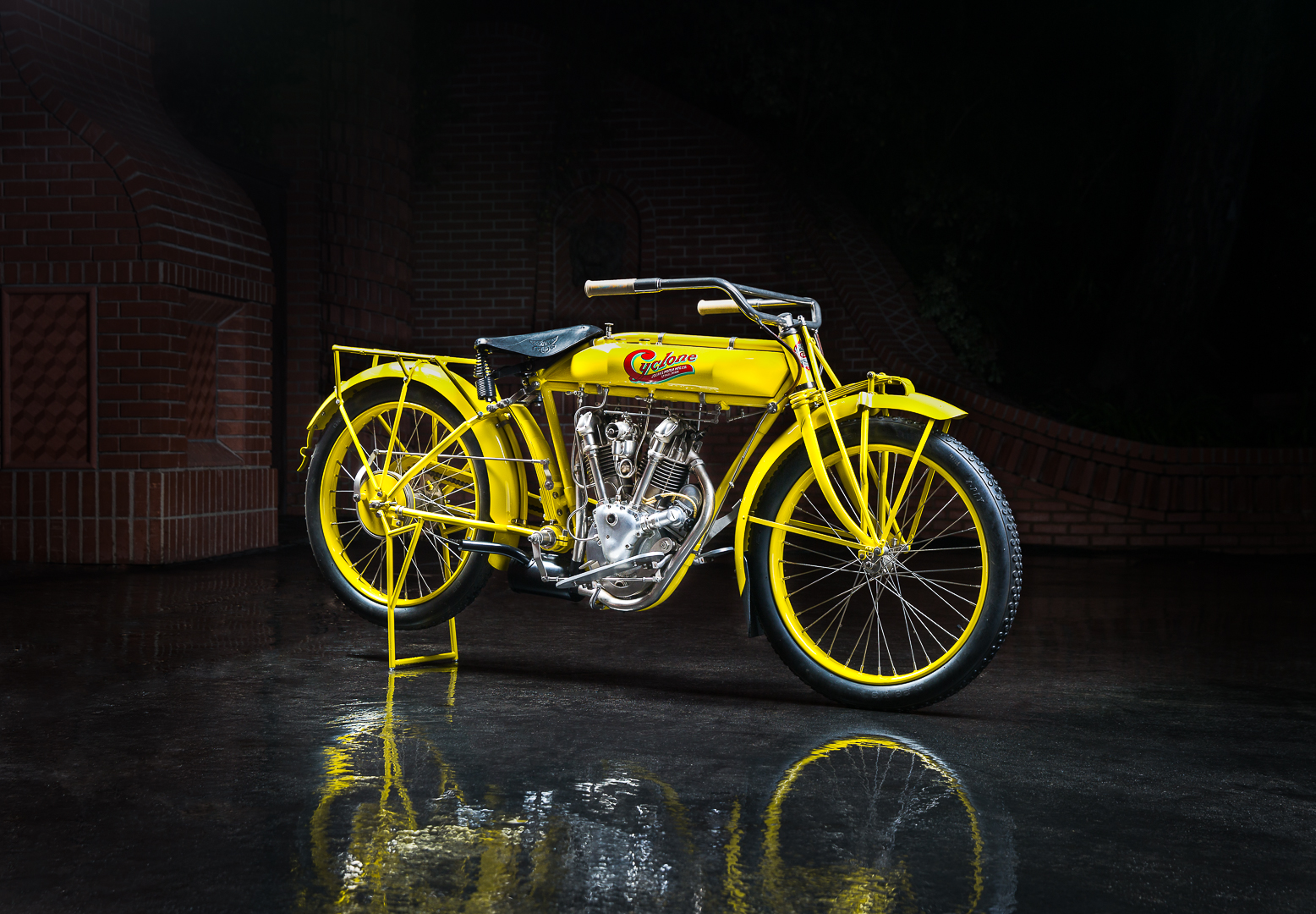 1915 Cyclone V-Twin Hero
